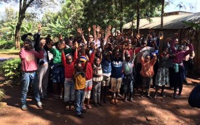 al_lavoro_per_realizzare_il_nostro_miglior_muro_quello_contro_la_poverta_in_africa